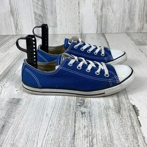 CONVERSE blue low top size 6
